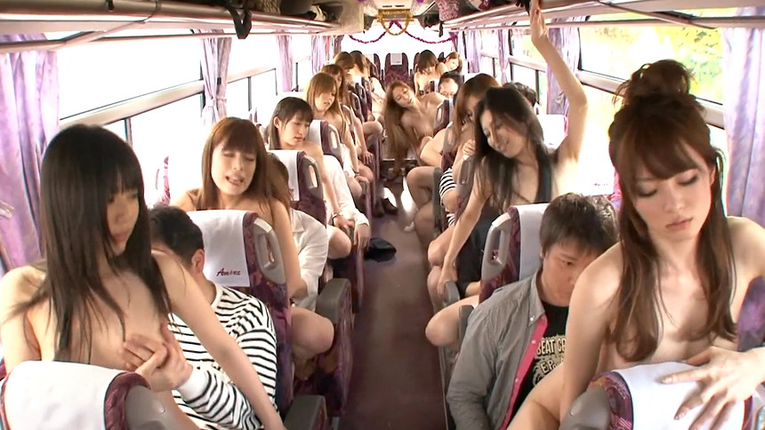 bus-filled-with-naked-women